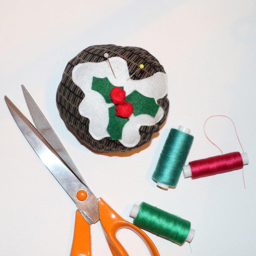 Christmas pudding pincushion tutorial.
