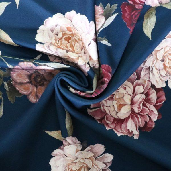 Lady McElroy - Midnight rosette
