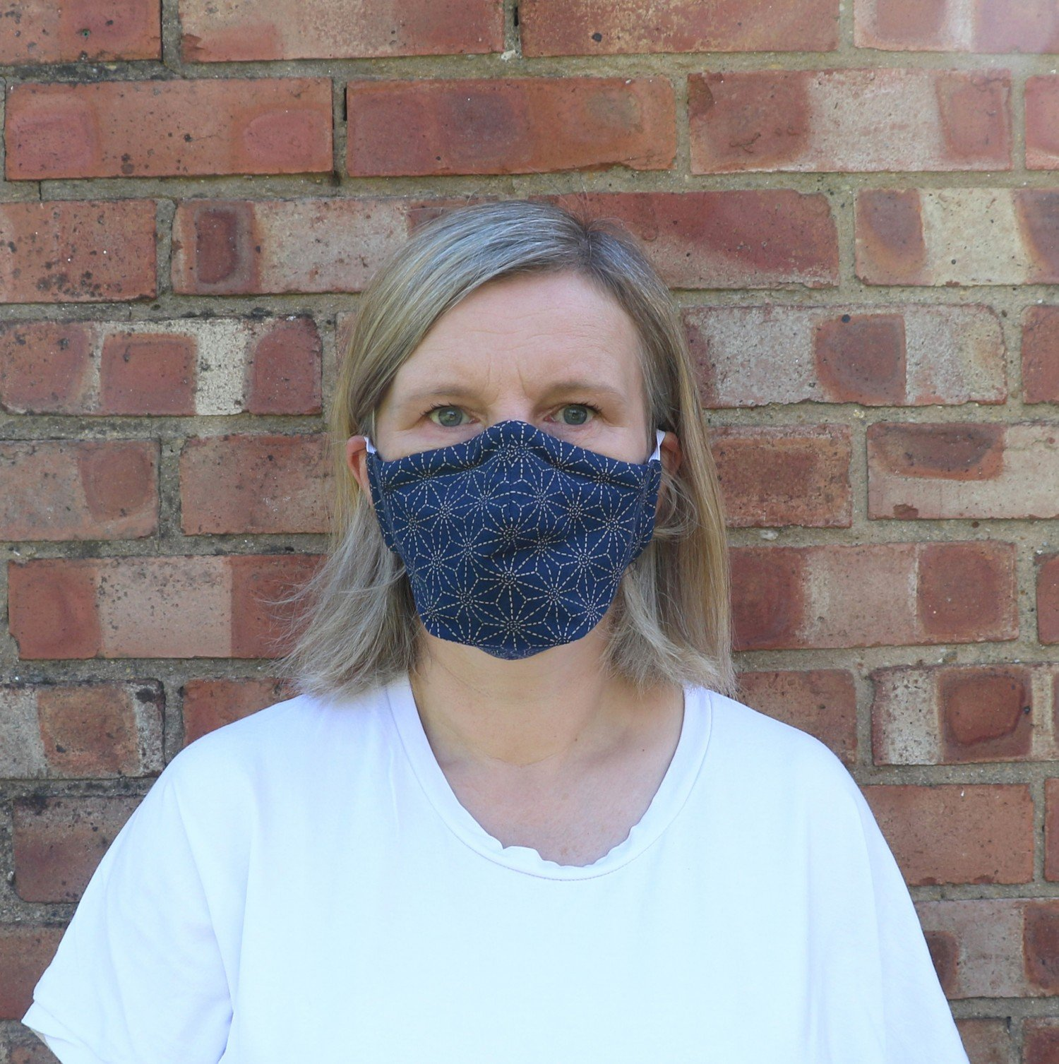 Bobbins and Buttons free face mask sewing pattern