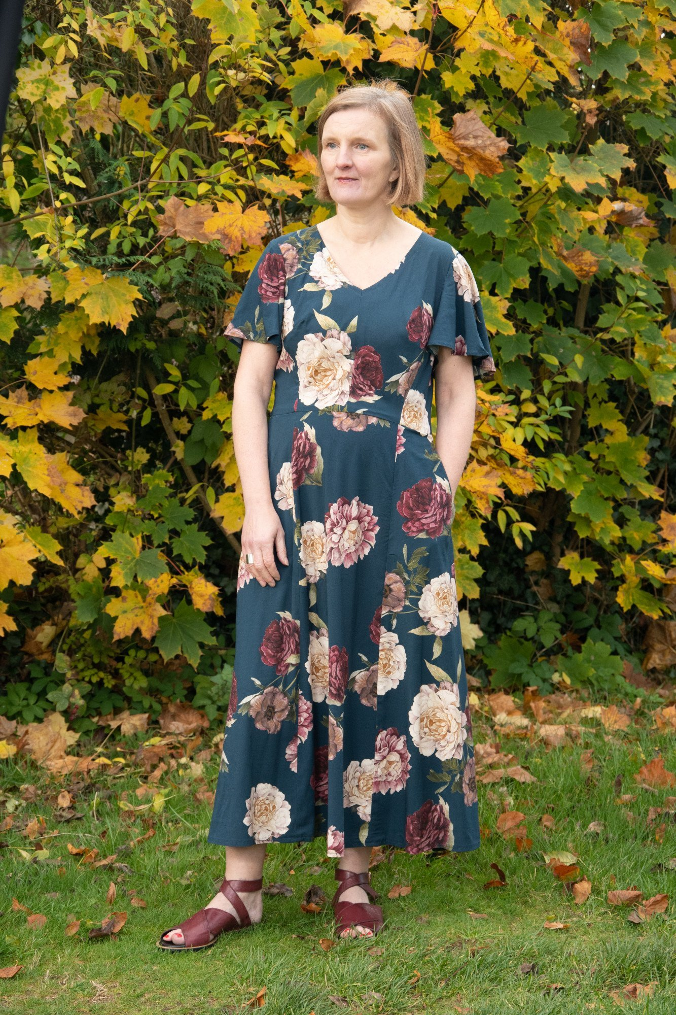 Vogue 9328 sewing pattern review from Bobbins and Buttons