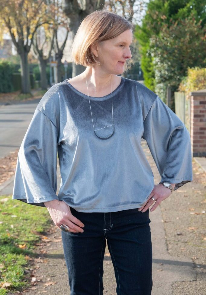 Free bell sleeve top pattern from Bobbins and Buttons